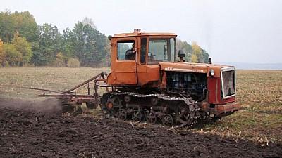 Forfotă mare în câmp. Agricultorii au început însămânţarea culturilor de toamnă