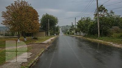 Drumuri bune pentru Moldova. Aproximativ 800 de metri de drum din localitatea Cioropcani au fost asfaltaţi, iar aproape doi kilometri au fost pietruiţi