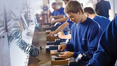 Învăţământul profesional dual capătă amploare în Moldova. Tinerii optează tot mai mult pentru angajarea în câmpul muncii în timpul studiilor