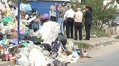 Sufocaţi de gunoaie. Mai mulţi locatari din Durleşti, nemulţumiţi că agentul economic nu evacuează toate deșeurile