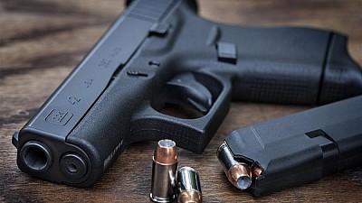 Armele la control! Posesorii de arme, obligaţi să se prezinte la poliţie pentru verificarea lor și perfectarea permiselor de portarmă