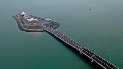 China a inaugurat cel mai lung pod maritim din lume. Acesta are o lungime de 55 de kilometri şi leagă Hong Kong și Macao de orașul Zhuhai