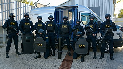 PERCHEZIŢII de amploare la Primărie și alte 30 de adrese din Capitală. 21 de persoane, reținute de ofiţerii CNA
