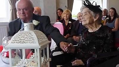 Mireasă la 100 de ani! O femeie din Marea Britanie s-a căsătorit cu iubitul ei de 74 de ani