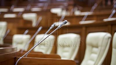 Votul din Parlament pentru introducerea vectorului european în Constituţia moldovenească A EȘUAT! 13 deputaţi din PL şi PLDM au părăsit sala de şedinţe