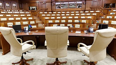 Declaraţiile analiştilor politici: PL şi PLDM au ratat o şansă istorică şi au demonstrat că nu le pasă de problemele cetăţenilor