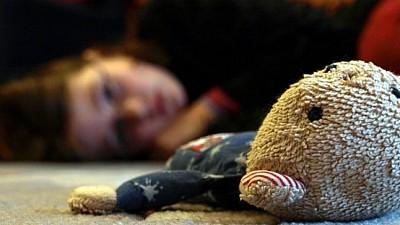 Calvar într-o familie din raionul Făleşti. O fetiţă de doar nouă ani că a fost bătută şi VIOLATĂ timp de un an de tatăl său vitreg