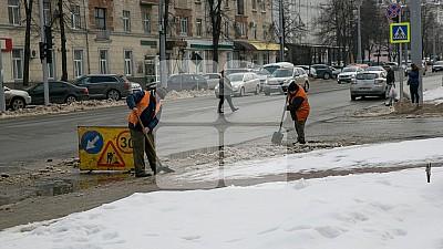 Circulația pe toate traseele naționale se desfășoară fără dificultăți. Drumarii au împrăștiat pe străzile din Capitală 370 de tone de material antiderapant