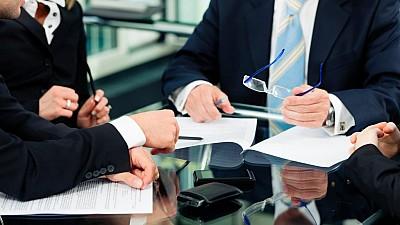 STUDIU: Care sunt aspectele de care moldovenii ţin cont cel mai mult atunci când îşi aleg compania pentru care să muncească