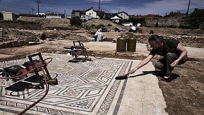 Descoperire impresionantă în oraşul dispărut Pompeii. Arheologii au găsit sub lava împietrită o pictură murală